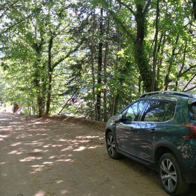 Parking ombragé du gite Castagnère 4* en Cévennes