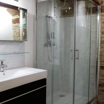 Salle d'eau du gite Castagnère 4* en Cévennes