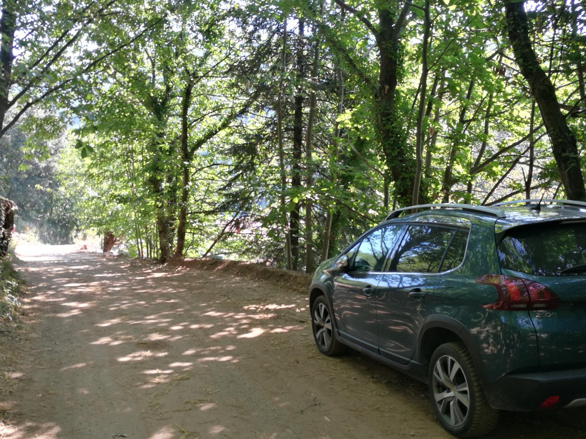 Parking privé ombragé