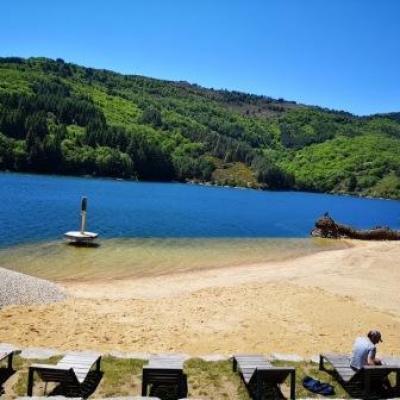 La plage du lac de Villefort @ Gite Castagnere